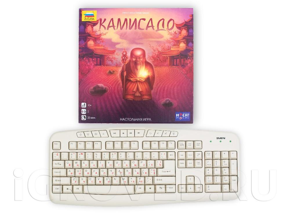 Коробка настольной игры Камисадо в сравнении с клавиатурой