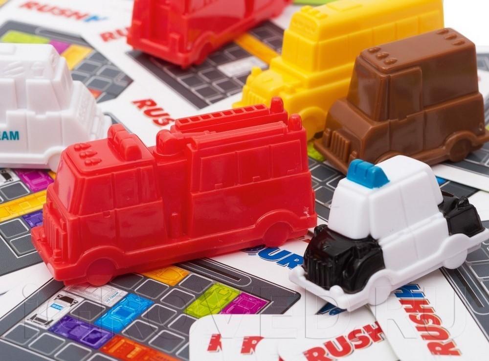 Фигурки и карточки настольной игры-головоломки Час Пик для малышей