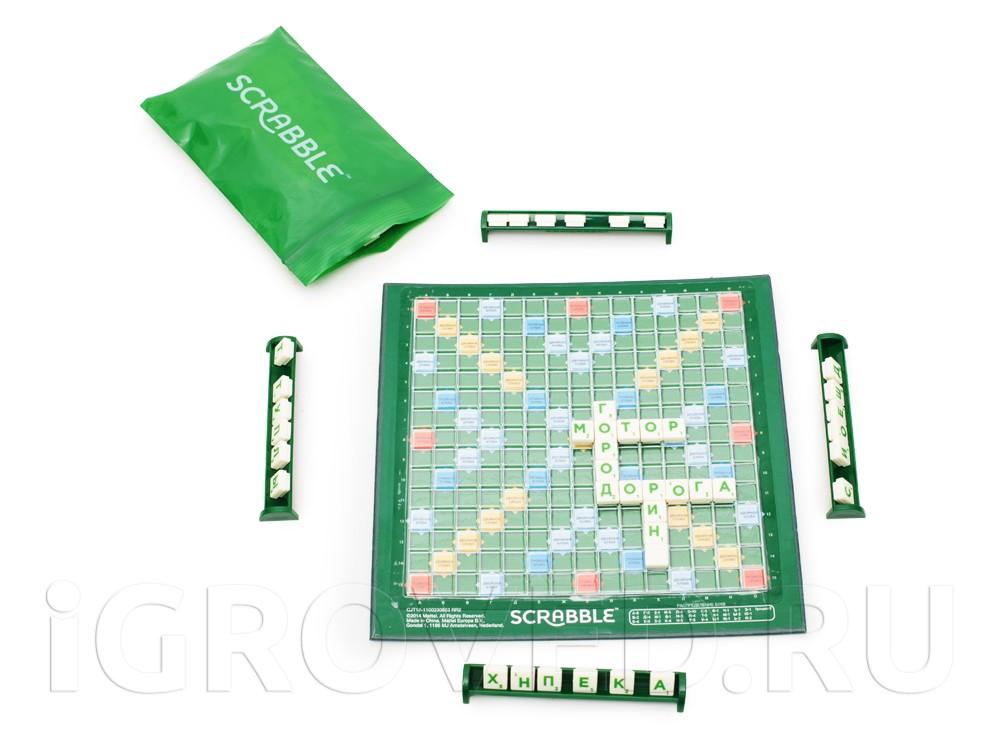 Буквы в настольной игре Скрабл Трэвел Делюкс прочно закрепляются на небольшом поле
