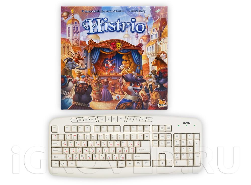Коробка настольной игры Пьеса из леса (Histrio) в сравнении с клавиатурой